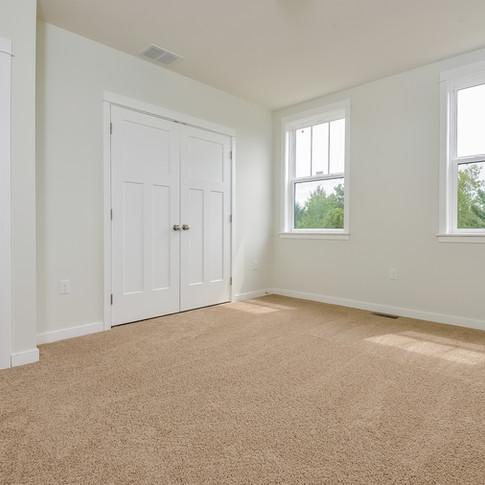 035-Bedroom-3113105-medium.jpg