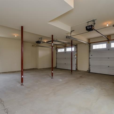 052-Garage-1511806-medium.jpg