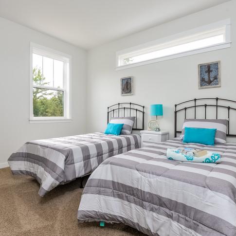 038-Bedroom-3113090-medium.jpg
