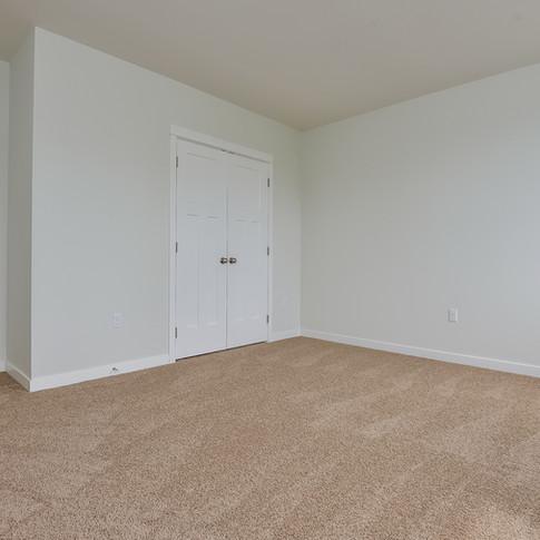 041-Bedroom-3113126-medium.jpg
