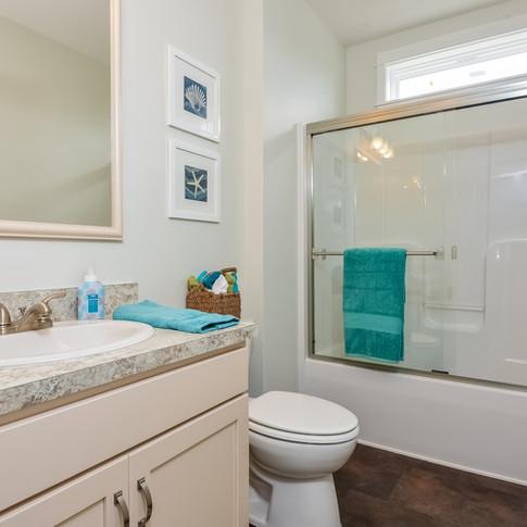 043-Bathroom-3113107-medium.jpg