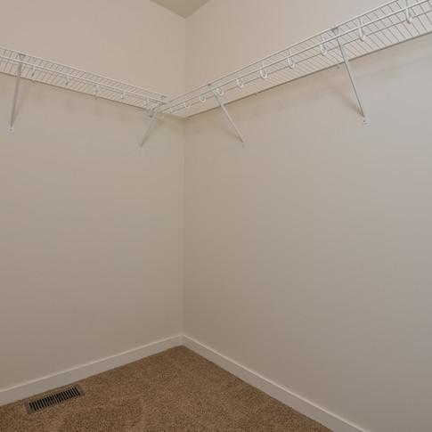 033-Walk_In_Closet-3113122-medium.jpg