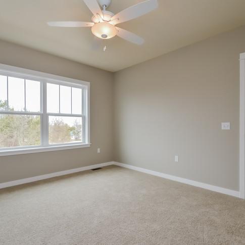 044-Bedroom-1511782-medium.jpg