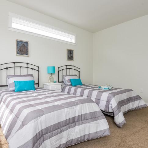 040-Bedroom-3113093-medium.jpg