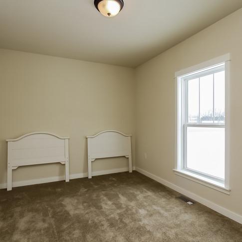 011-Bedroom-1405123-medium.jpg