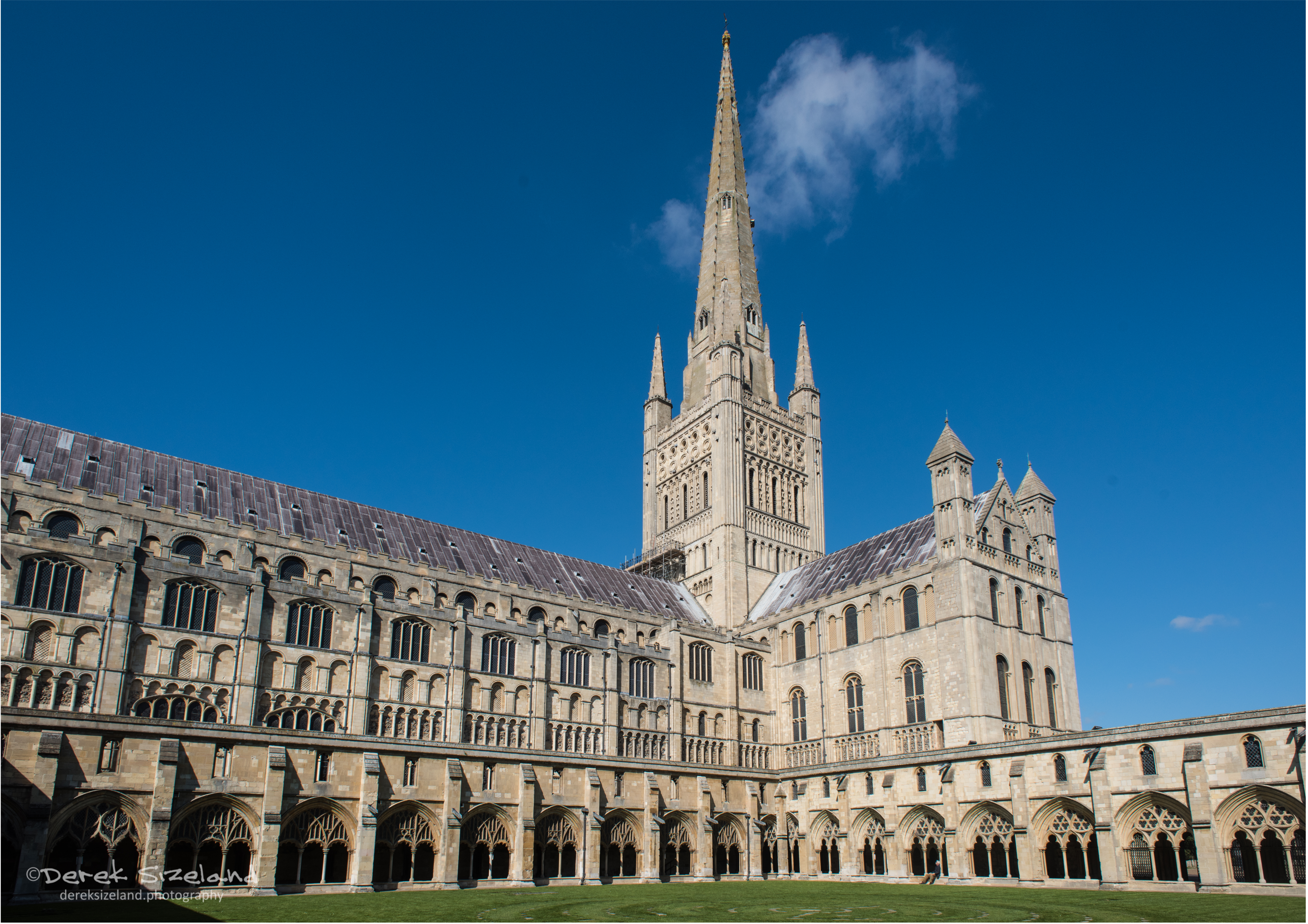 Norwich Cathedral 3.jpg