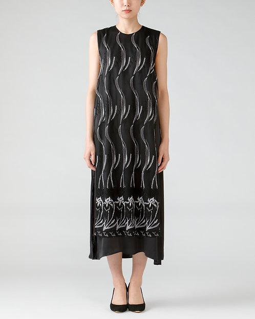 Embroidery one-piece dress/BLACK