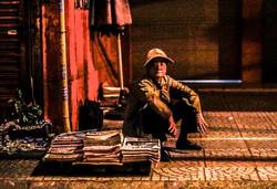 4H30 AM Newspaper Sellers