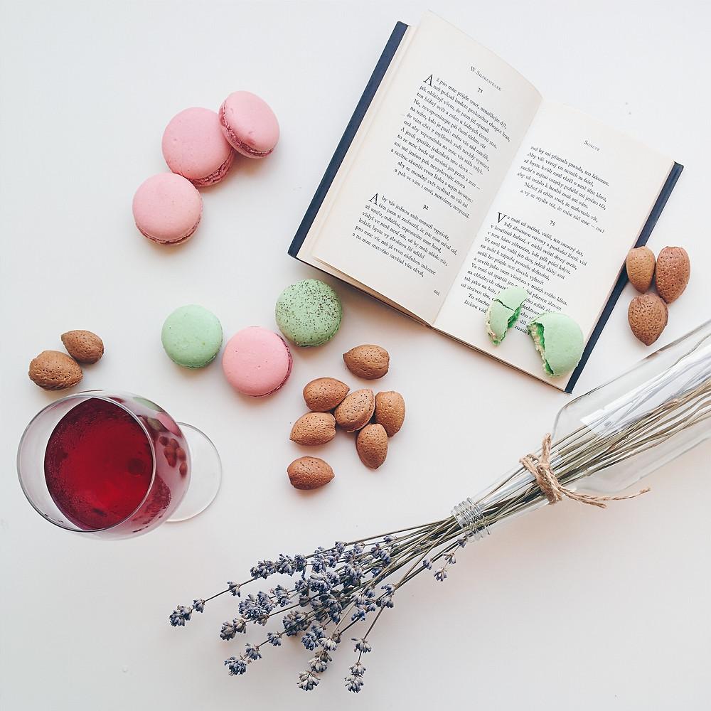 foodiesfeed.com_macarons-drink-book.jpg