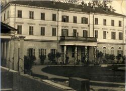 1949_04_BorgoFacade.jpg