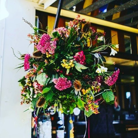 Stunning flowers by _louisadurose .jpg.jpg this lady can really pull it out of the hedgerow.jpg.jpg