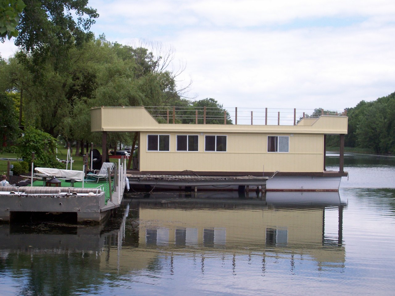 "A ""Floating Cottage"""