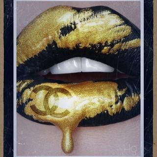 Chanel Golden Kiss