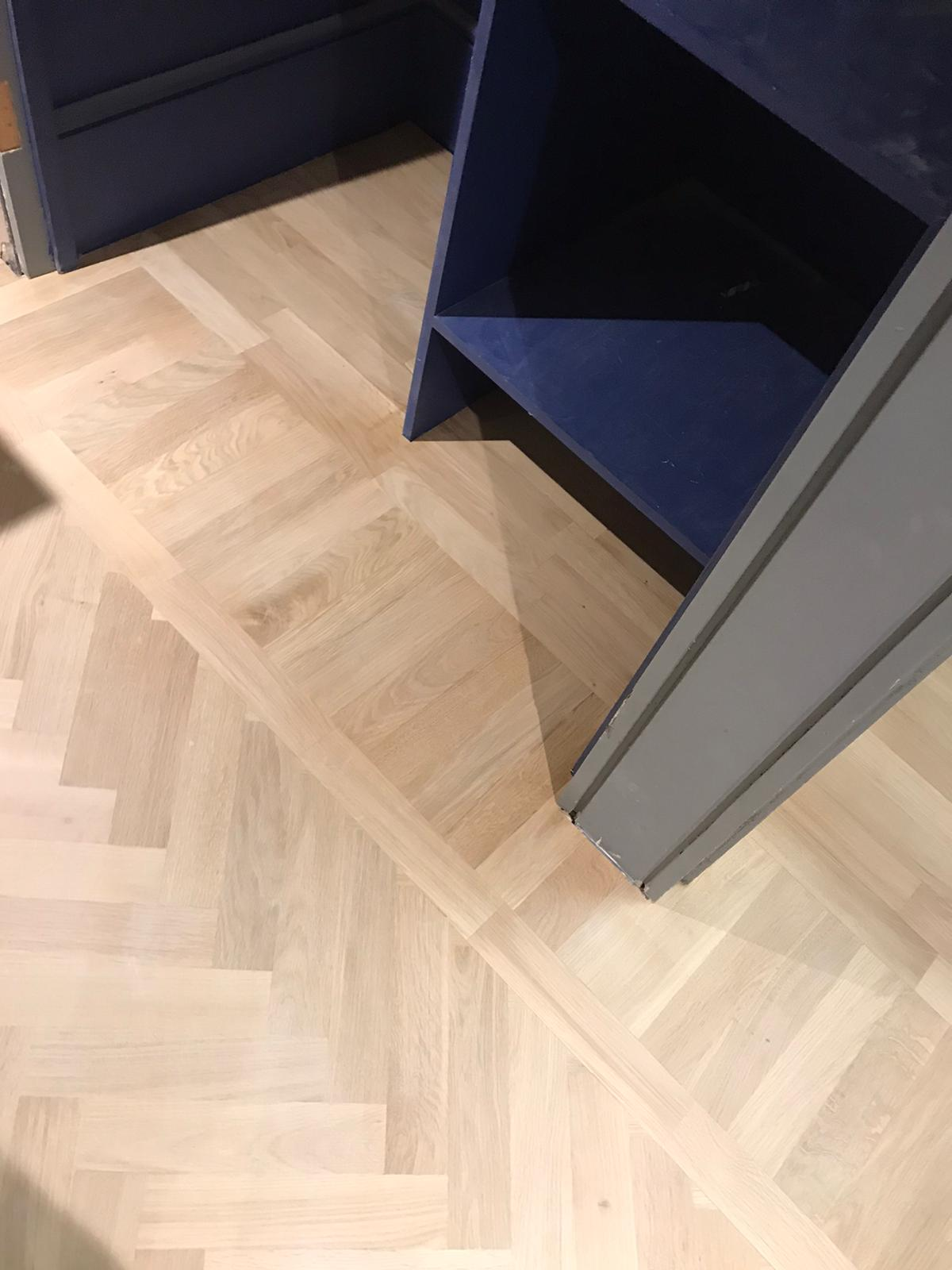 Solid Herringbone parquet with borders