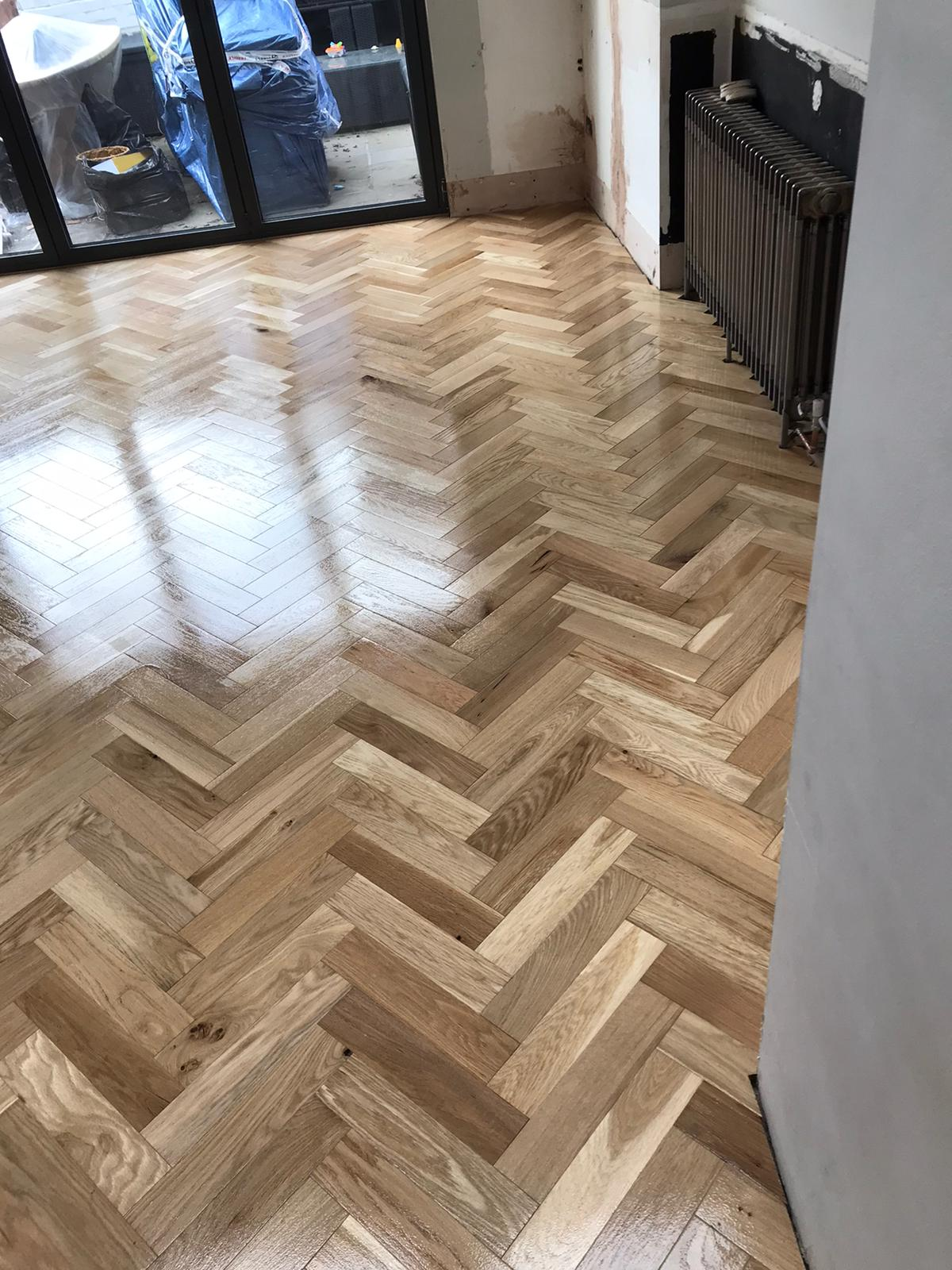 Parquet installation in herringbone pattern