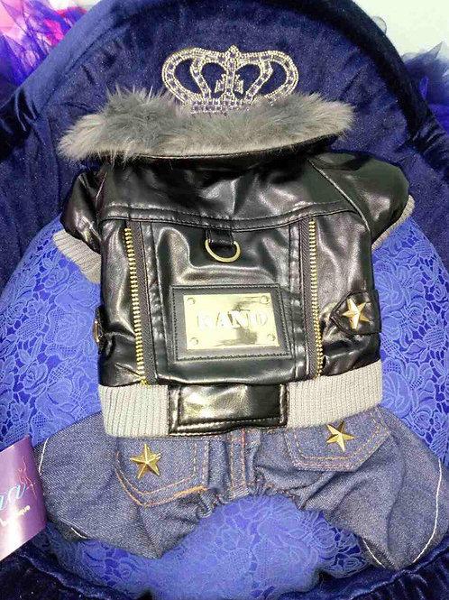 Куртка кожананя и джинсы