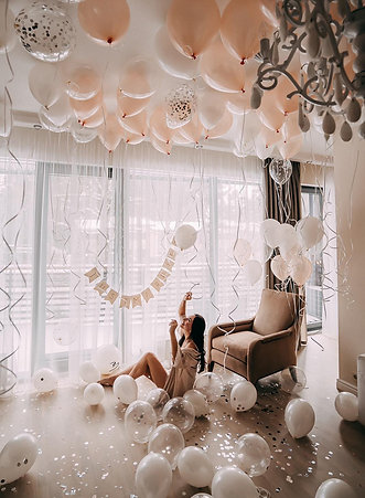 Baloni pie griestiem