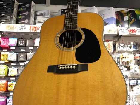 Akustisk gitarr Martin D-28 17999:- SÅLD!