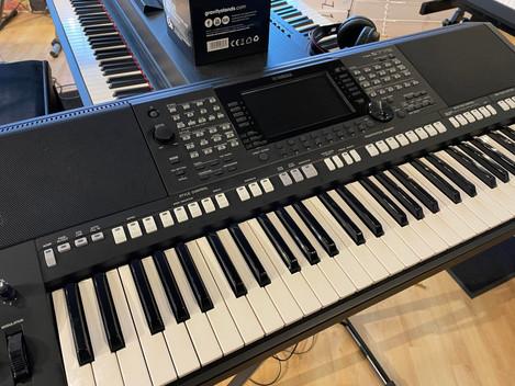 Yamaha PSR-S775 6999:- SÅLD!