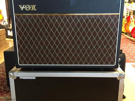 """Vox AC30C2X Bestyckad med 2x12""""  blue speakers. Holmberg case på hjul ingår. 10 999:-"""