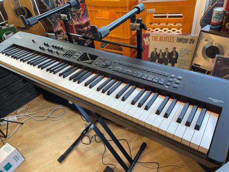 Roland RD800 stagepiano 9999:- SÅLD!