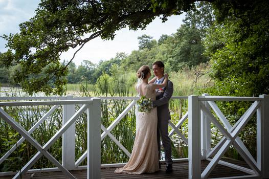 Brudepar med soldat fotograferet ved Herthadalen i Roskilde