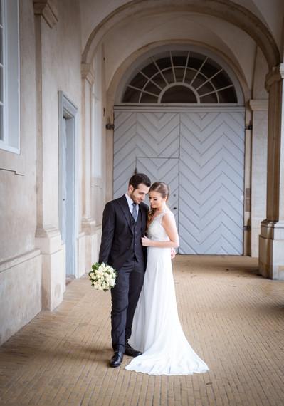 Bryllupsbillede i smukke omgivelser