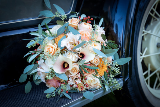 Brudebuket på veteranbil ved Glostrup Park Hotel