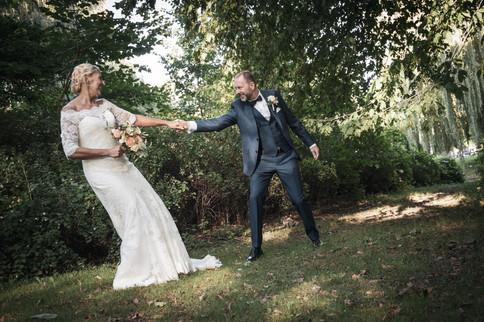 Sjove bryllupsbilleder af brud og gom i glostrup.