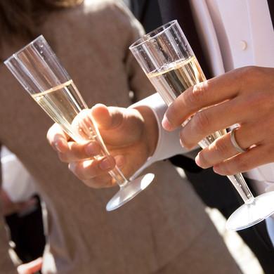 Champagneglas og vielsesring ved bryllup i Odd Fellow Palæet i København K