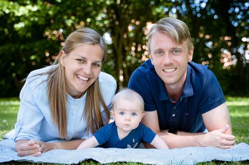 Familiebillede med baby på 5 måneder