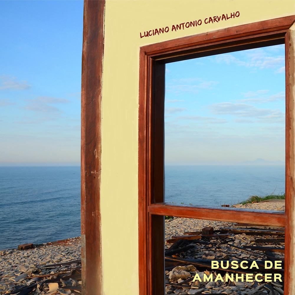 """Capa do álbum """"Busca de amanhecer"""", de Luciano Antonio Carvalho."""