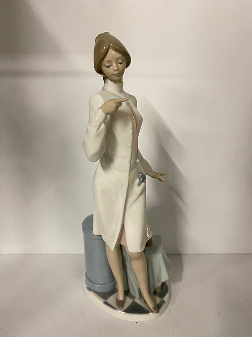 """Lladro """"Female Physician"""" Collectible Figurine #05197 Retired Glazed Finish"""