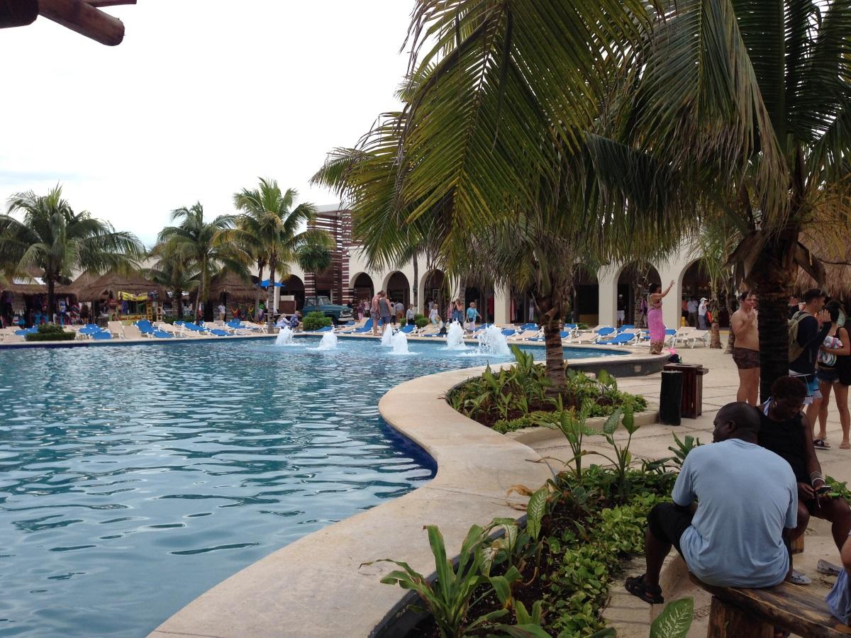 Kostenloser Pool Costa Maya