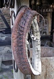 Produit d'entretien du matériel d'equitation, huile et graisse nourissante et hydratante pour le cuir, soin harnachement du cheval en equitation