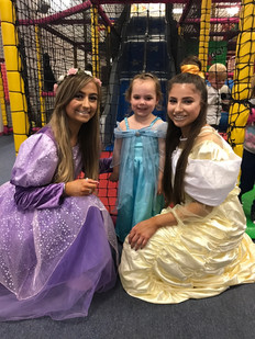 Rapunzel, Belle & Mini Elsa!