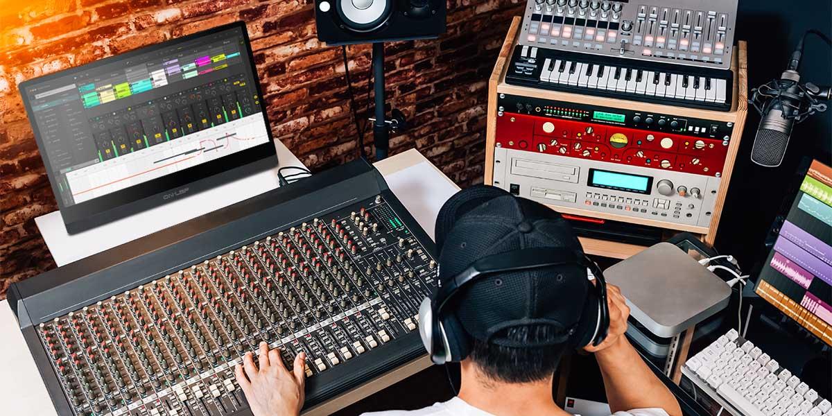 Studio Mixer / DJ Controller
