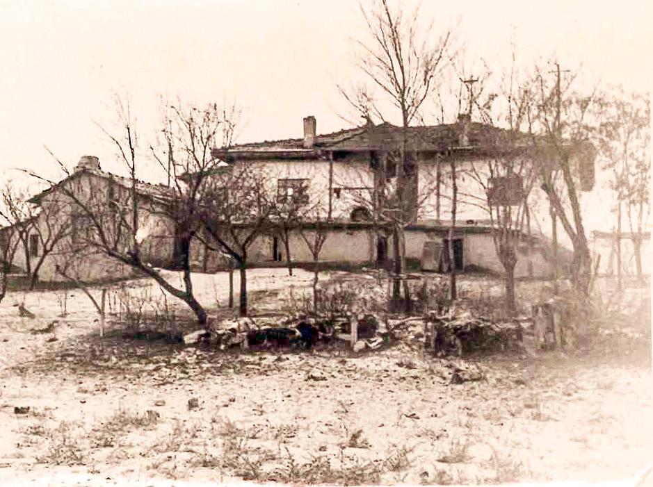 Belediyehizmetbinası_yeri_1947_yılında_yapılmışev_KAYNAK_Ev_sahibi_mustafa_erdemin_oğu_Naci_K.jpg
