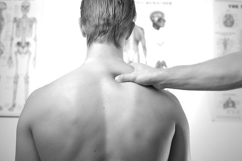 neck%20and%20shoulder%20treatment%20at%20physical%20therapist_edited.jpg