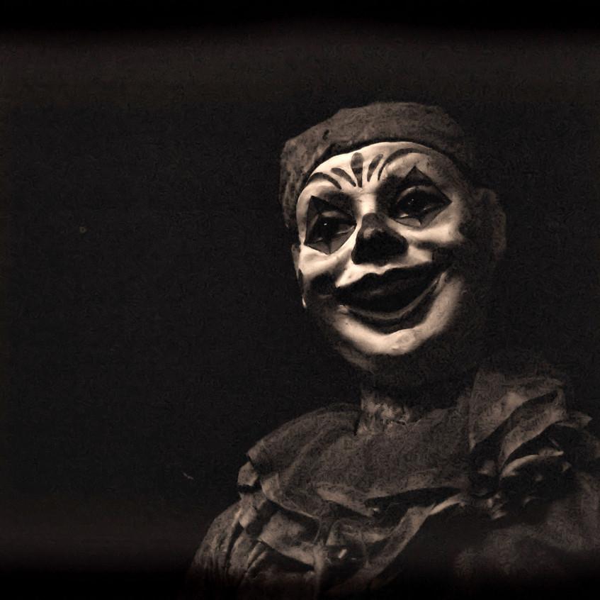 creepy-carnival-clown-31e14573336fd923