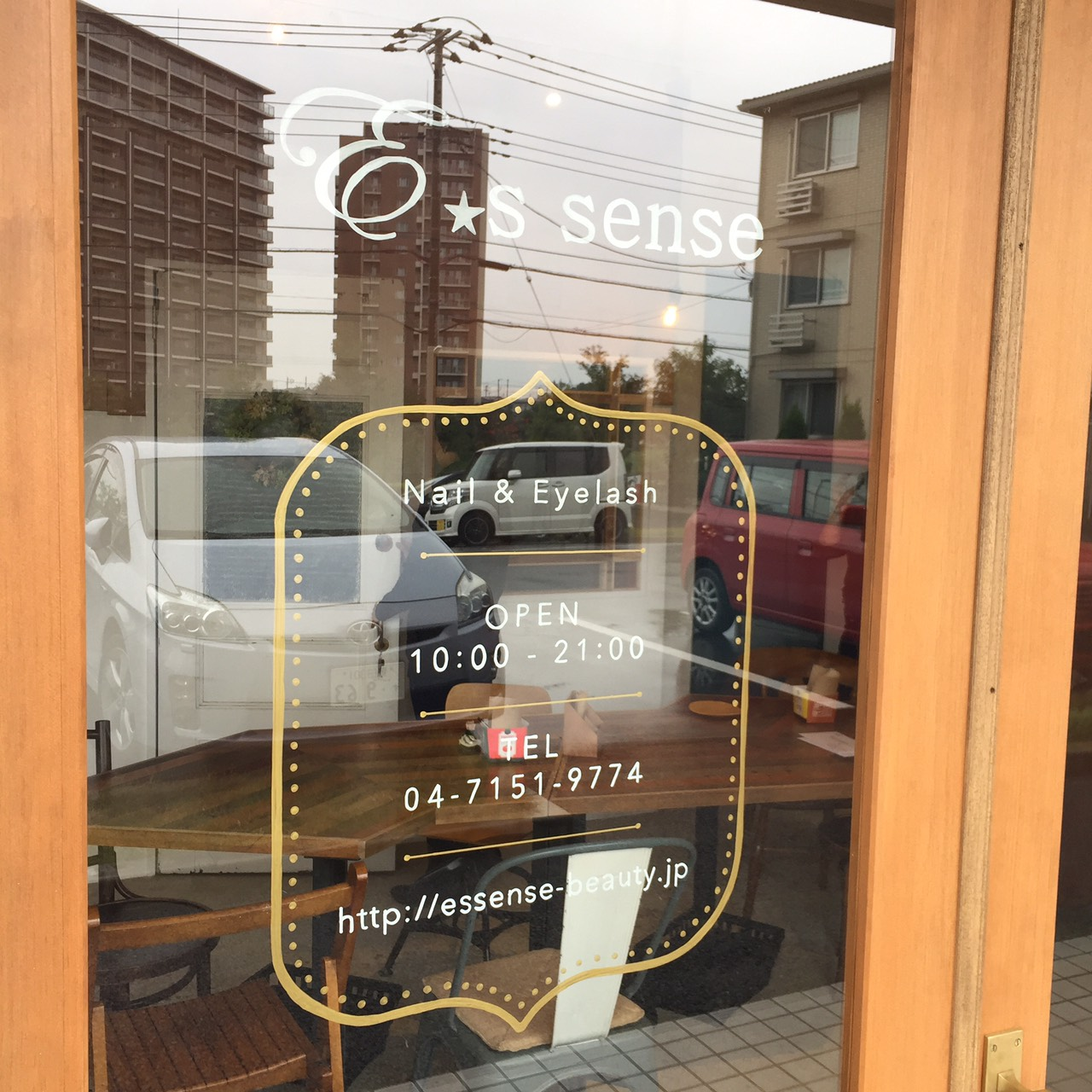 E's sense 窓サイン