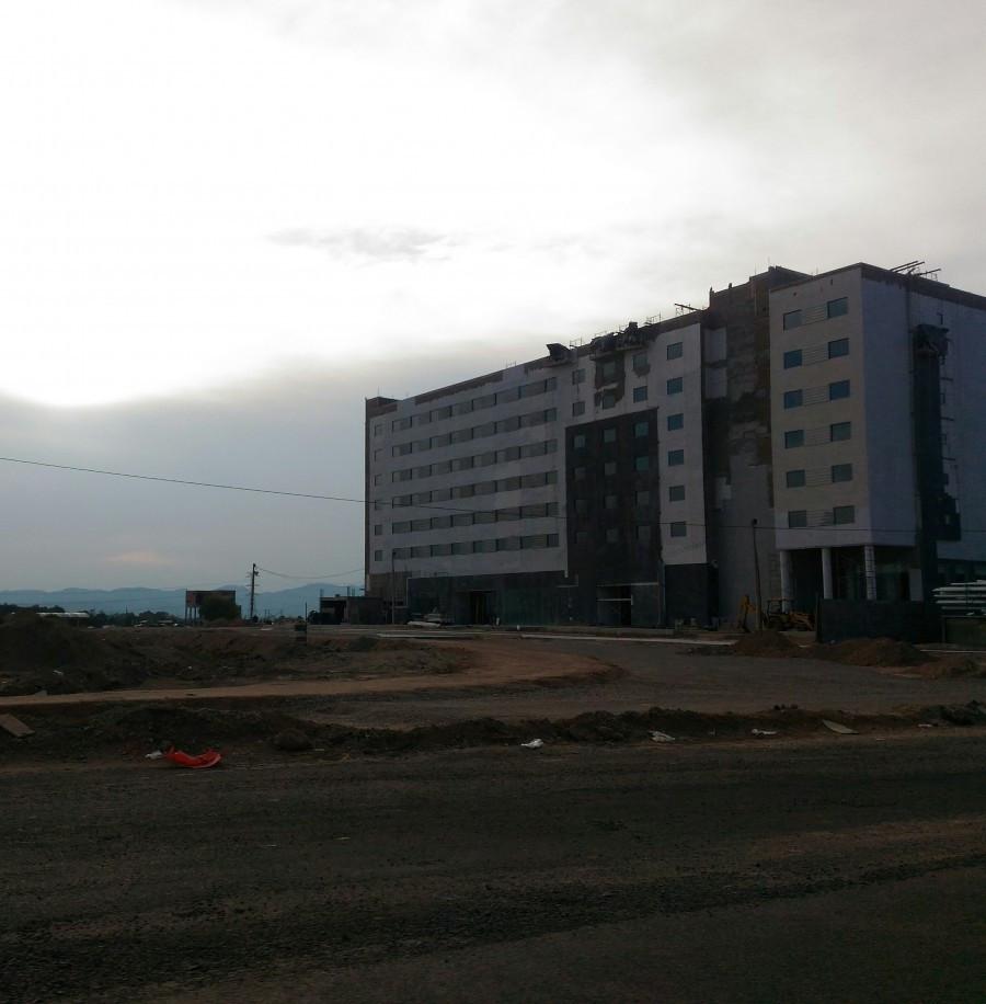 Construcción del hotel Holiday Inn & Suites en Aguascalientes