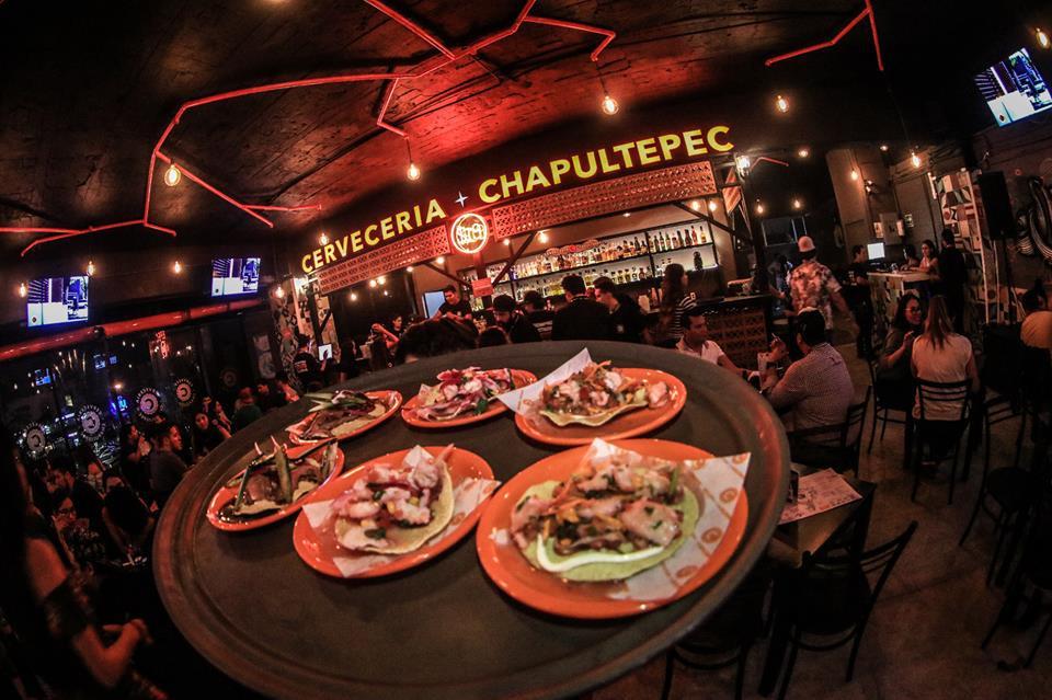 Interior de una sucursal de Cervecería Chapultepec