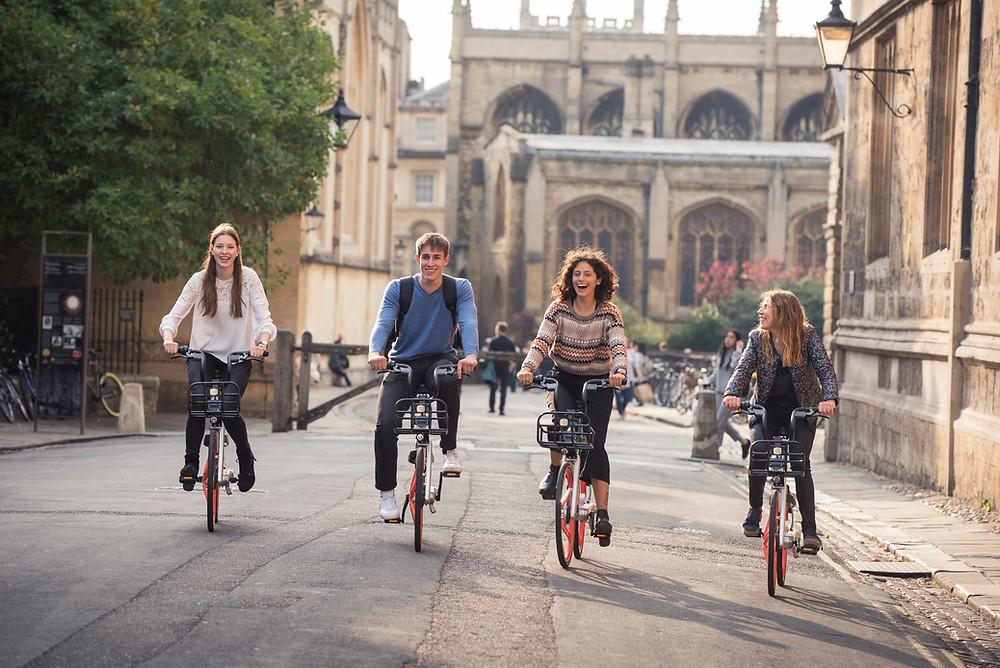 pedaleando con amigos
