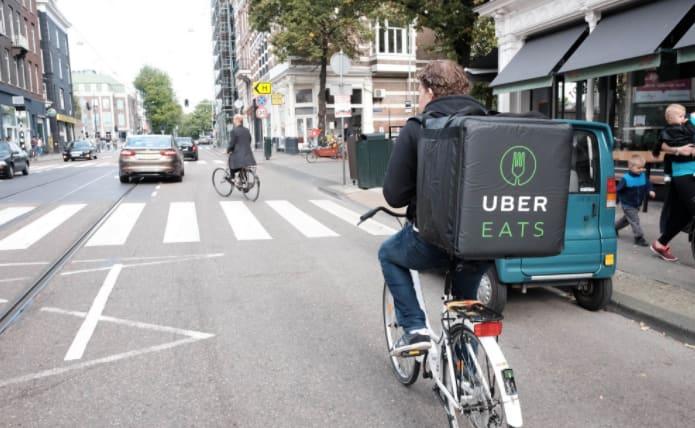 Repartidor de Uber Eats en bicicleta