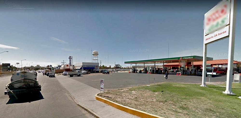 Las gasolineras de la ciudad son un punto de riesgo para peatones