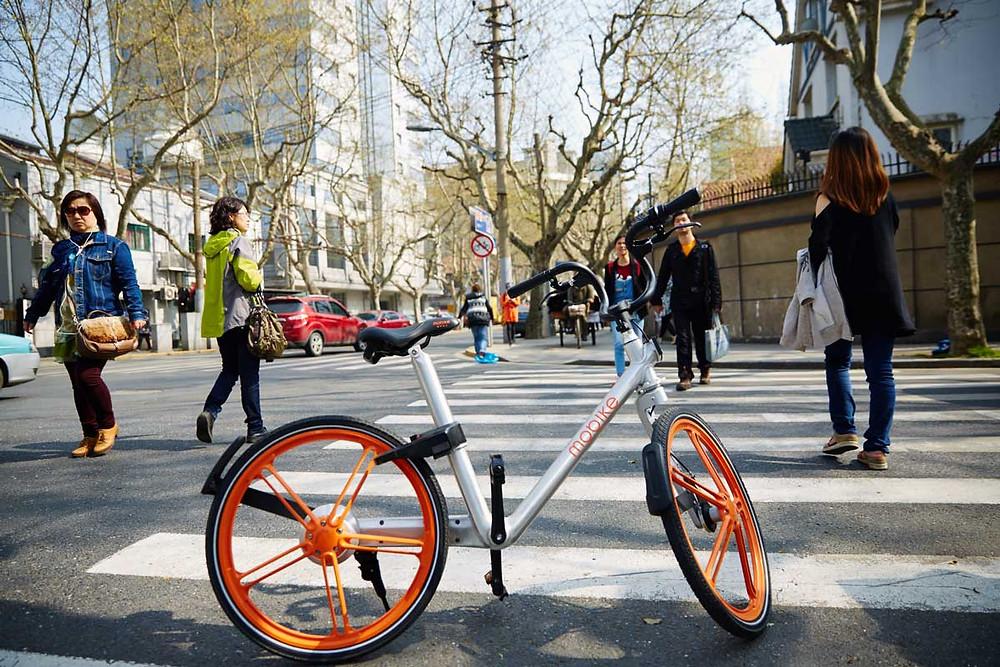 Una bicicleta de Mobike, el modelo de bicicletas compartidas aumenta las opciones de movilidad para todos