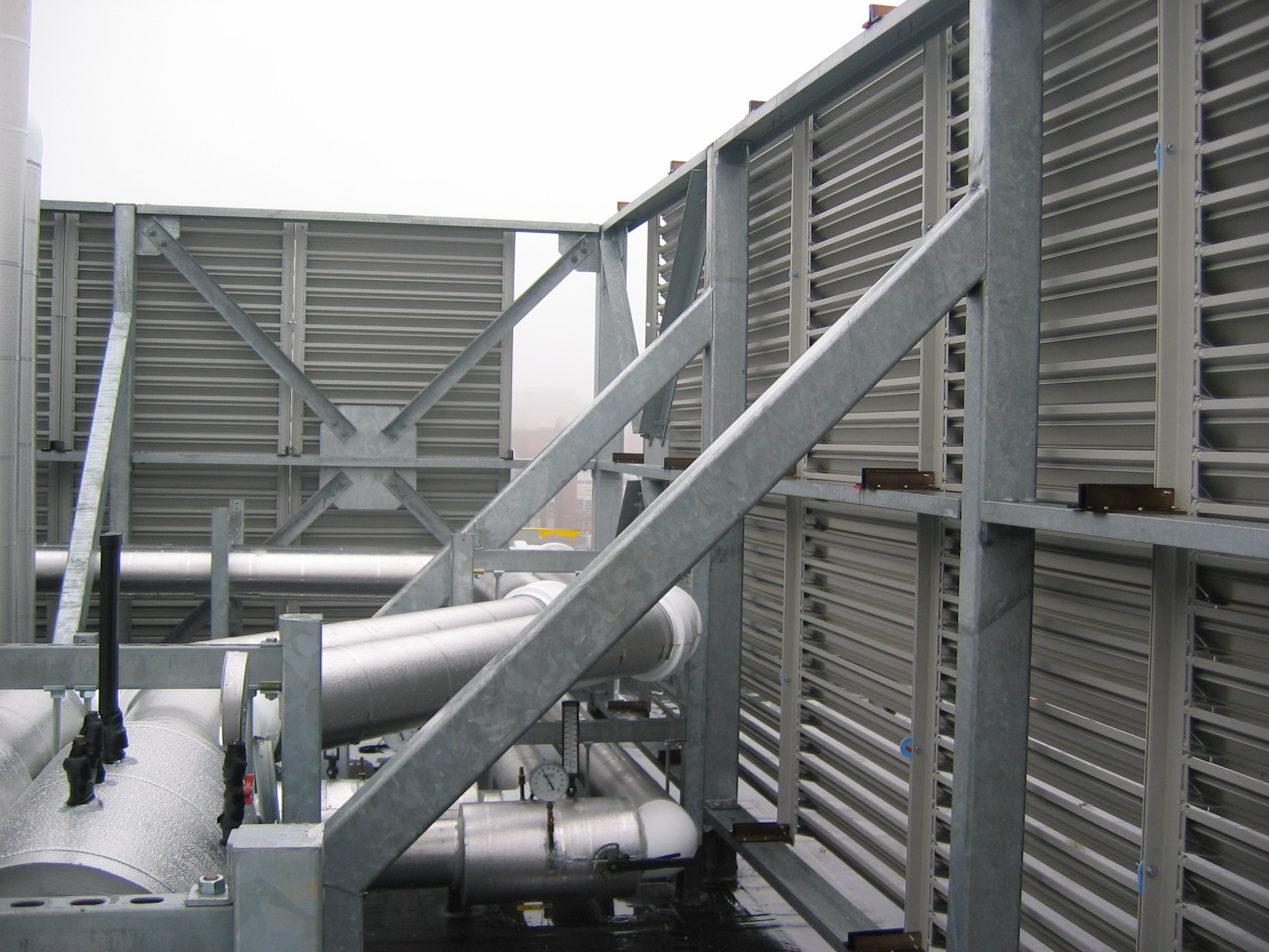 Louvered equipment screen
