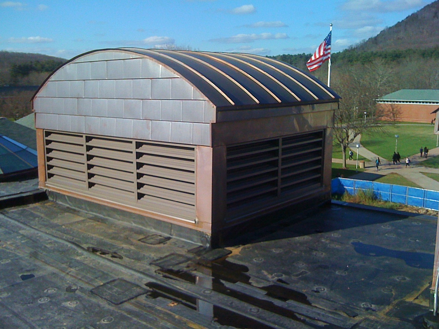 Louvered penthouse roof vent