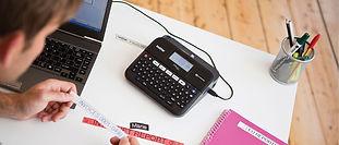 Rotuladora Digital para etiquetas laminadas industriales del alta adherencia. Ideal para activos fijos, cableado estrcuturado y otras aplicacione con etiqueta de súper alta adherencia.